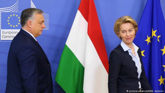 Szefowa KE Ursula von der Leyen i premier Węgier Viktor Orban