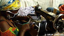 Kongo, Bukavu: Näherinnen erstellen Schutzmasken gegen Corona