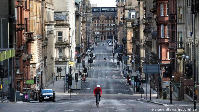 يتوقع نادي السيارات الملكي البريطاني أن تتدفق نحو 15 مليون سيارة على شوارع إنجلترا خلال نهاية الأسبوع الحالية