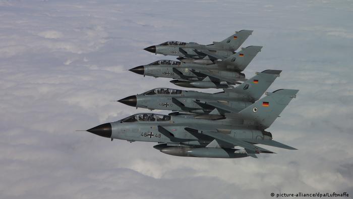 Deutsche Tornados im Formationsflug (picture-alliance/dpa/Luftwaffe )