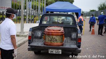 Coronavirus Ecuador Guayaquil Angehörige fordern Herausgabe von Toten vor Krankenhaus