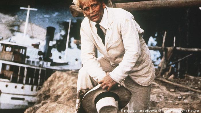 Film Fitzcarraldo Klaus Kinski vor Schiff auf Berg(picture-alliance/Everett Collection/New World Pictures)