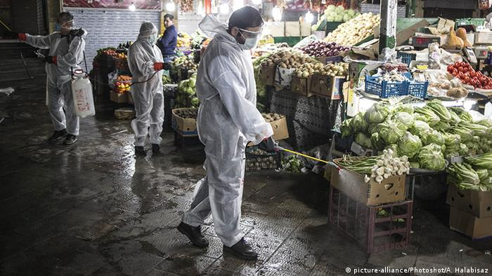 Iran Teheran Coronavirus (picture-alliance/Photoshot/A. Halabisaz)