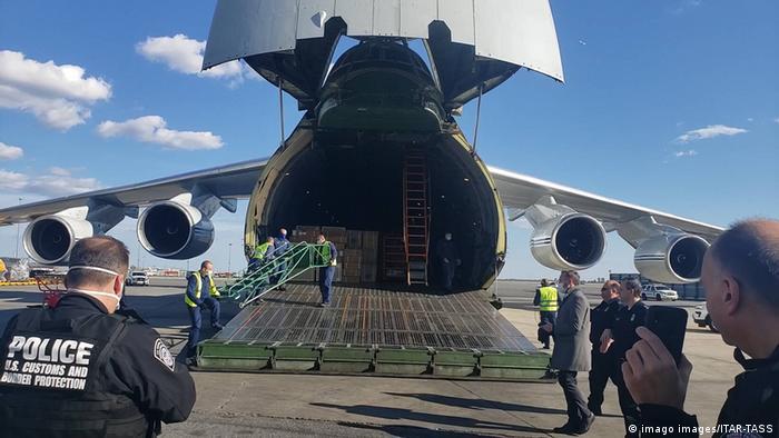 Самолет с российским медоборудованием для борьбы с коронавирусом уже приземлился в Нью-Йорке