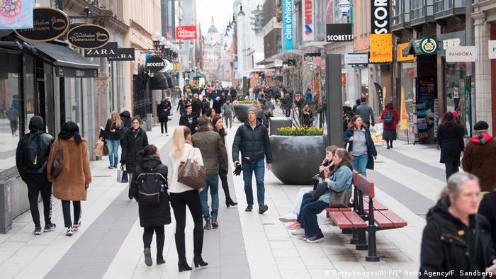 Schweden Stockholm Einkaufsstraße während Coronakrise