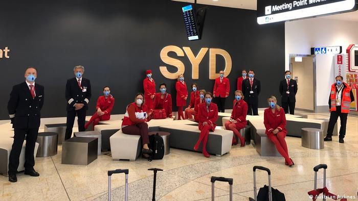 Flugkapitän Manfred Samhaber und seine Crew in Sydney