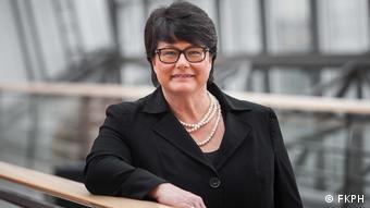 Sabine Verheyen lächelt in die Kamera. Sie ist Abgeordnete der deutschen Konservativen (CDU) im Europäischen Parlament und Vorsitzende des Ausschusses für Kultur und Bildung. (Foto: FKPH)