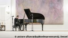 Pianist Igor Levit performing in Bellevue Palace (picture-alliance/dpa/Bundespresseamt/J. Denzel)