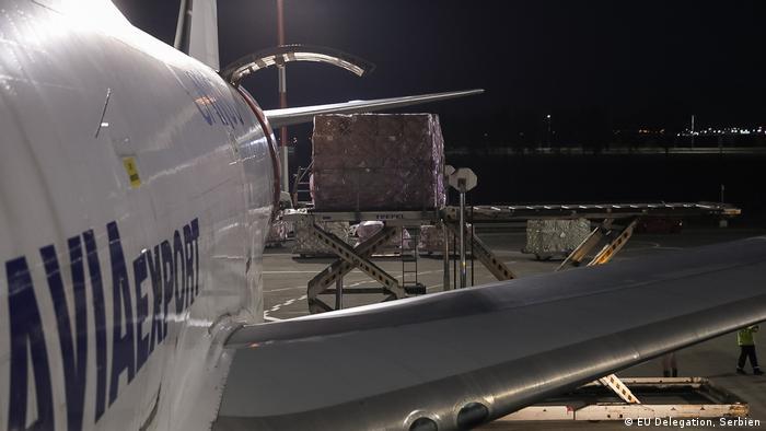 Serbien EU Hilfe am Flughafen Surcin in Belgrad