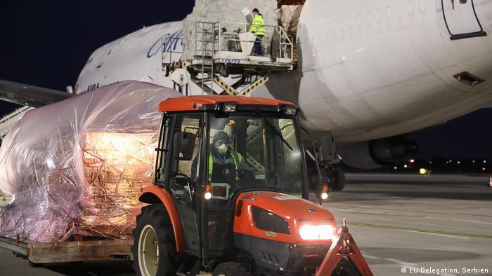 Deo kontigenta pomoći EU koja je stigla na beogradski aerodrom