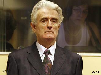 Karadzic in der Verhandlung vor dem Strafgerichtshof in Den Haag (Foto: AP)