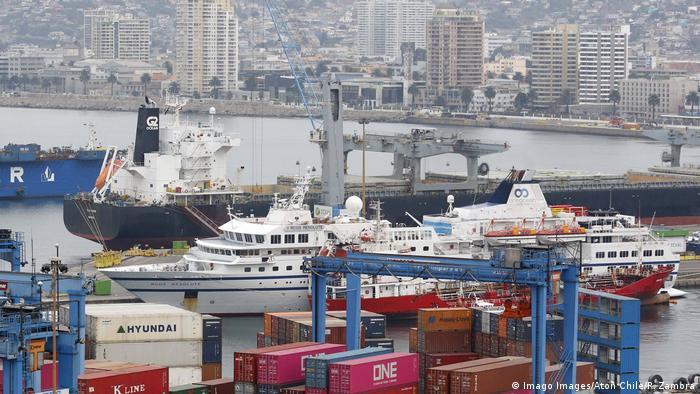 Marine Venezuelas rammt deutsches Kreuzfahrtschiff