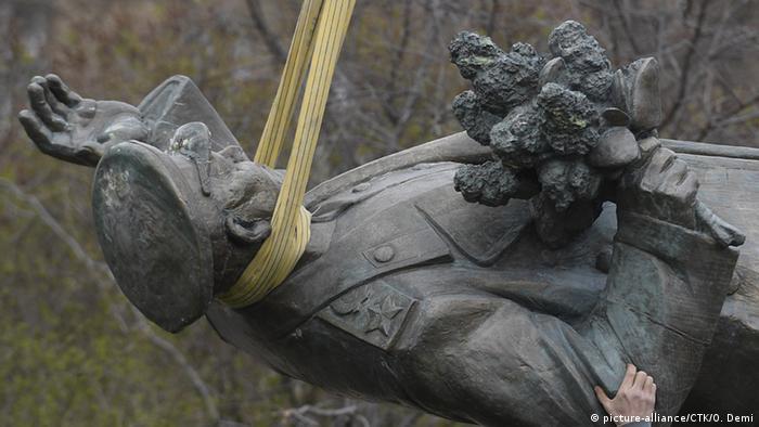 Tschechien Abbau Ivan Konev Statue
