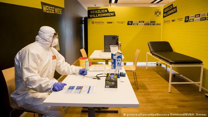 El estadio de fútbol del Borussia Dortmund, el más grande de Alemania, fue convertido en un centro de tratamiento del coronavirus