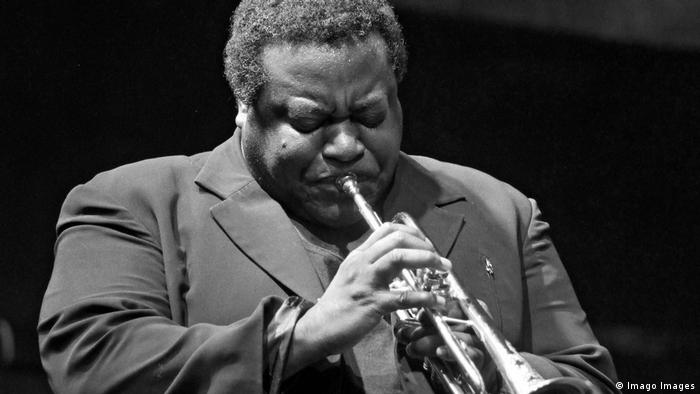 Wallace Roney plays the trumpet (Imago Images)