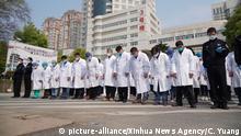 China Drei Minuten Stille für die Opfer der Coronavirus