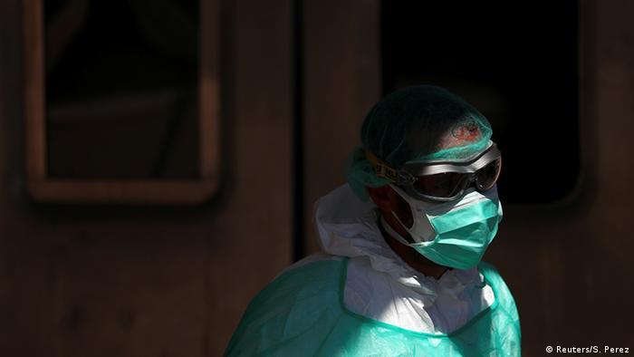 Spanien Madrid | Coronavirus | Medizinisches Personal, Schutzausrüstung (Reuters/S. Perez)