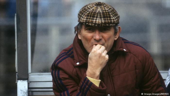 مربی اهل یوگسلاوی تیم بایرن مونیخ بین سالهای ۱۹۶۸ تا ۱۹۷۰ بود. از او بعنوان مربی یاد میشود که قدرت بدنی تیم مونیخ را افزایش داد و این تیم را برای نخستینبار پس از سالهای دهه ۳۰ میلادی بار دیگر در سال ۱۹۶۸ به قهرمانی رساند.
