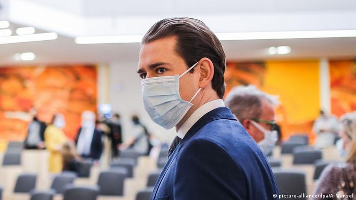 Coronavirus - Österreich Sebastian Kurz Mundschutz (picture-alliance/dpa/A. Wenzel)