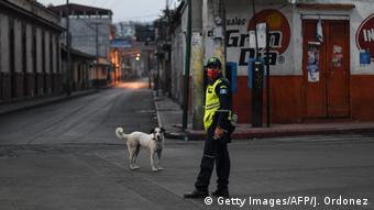Guatemala Amatitlan Coronavirus Ausgangssperre Polizei (Getty Images/AFP/J. Ordonez)