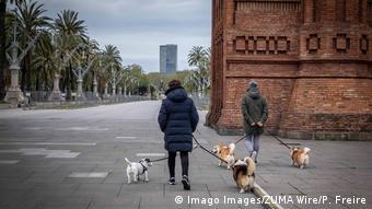 Spanien   Gassigehen in Coronazeiten