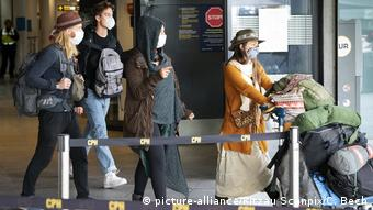 Люди в масках в аэропорту Копенгагена