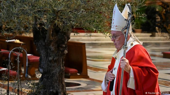 البابا فرانسيس يحيي قداس أحد الشعانين دون أتباعه من الكاثوليك