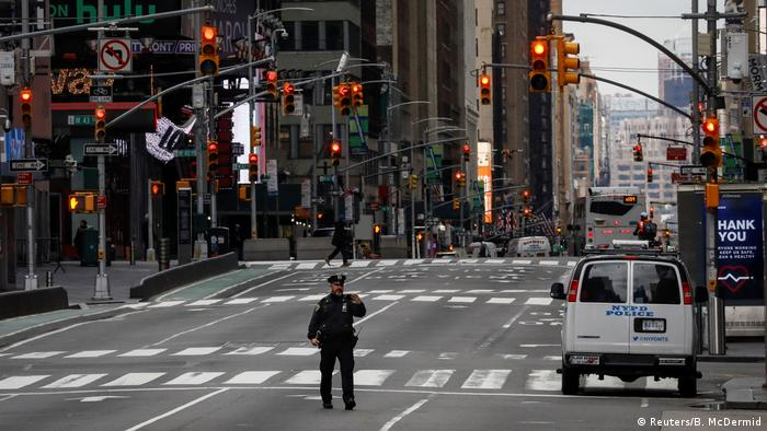 New York City Times Square Verkehr Polizei Coronavirus