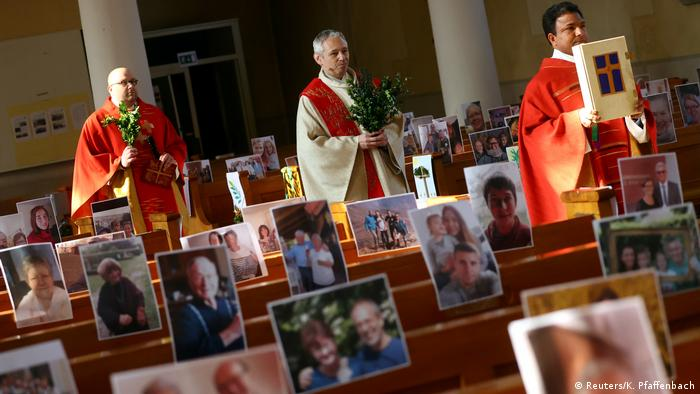 A priest in Achern holds mass with photos of people who cannot attend in person