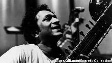 Sitar-Spieler Ravi Shankar (picture-alliance/Everett Collection)