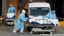 Healthcare workers wheel the bodies of deceased people from the Wyckoff Heights Medical Center during the outbreak of the coronavirus disease (COVID-19) in the Brooklyn borough of New York City, New York, U.S., April 2, 2020. REUTERS/Brendan Mcdermid