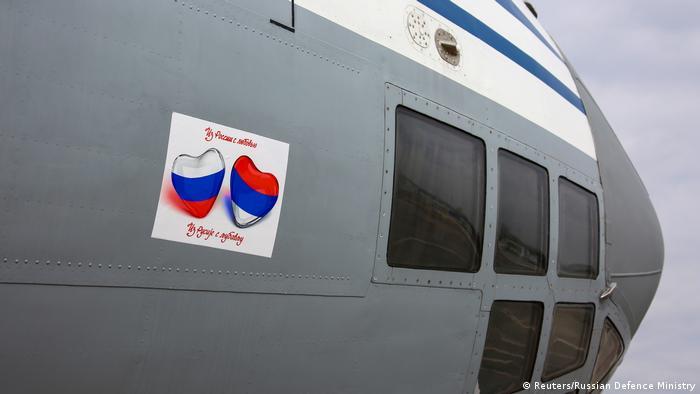 Российский самолет с гуманитарной помощью Сербии