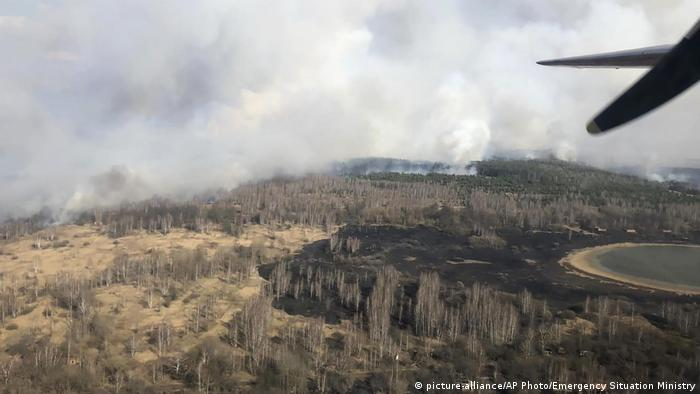 Ukraine Waldbrand in der Speerzone von Tschernobyl (picture-alliance/AP Photo/Emergency Situation Ministry)