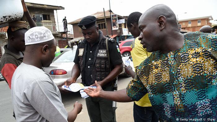 Nigeria Coronavirus Polizei Kontrolle