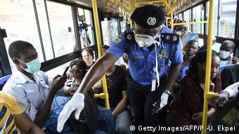 Nigeria Corona-Pandemie Polizei