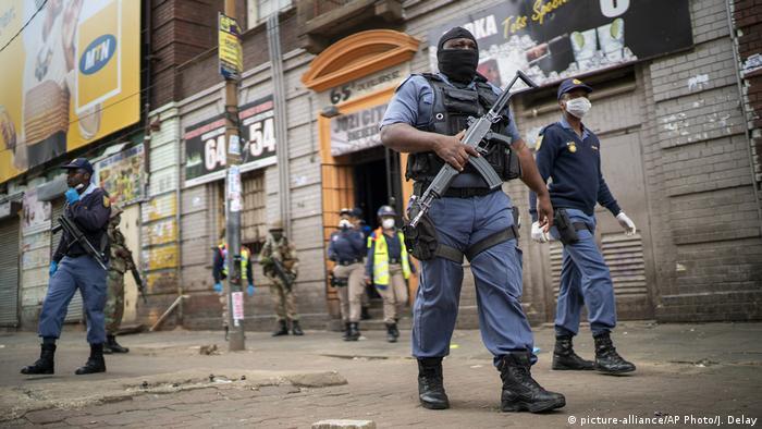 Unidades de las Fuerzas Nacionales de Defensa de Sudafrica, aquí en Johannesburgo.