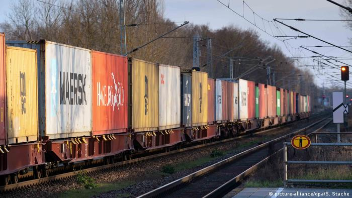 A goods train in Brandenburg, pictured on March 15, 2020. (picture-alliance/dpa/S. Stache)