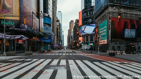 A deserted Times Square in New York, USA - Lonely Places (picture-alliance/dpa/Sputnik/T. Stolyarova)
