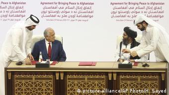 Katar Doha Unterzeichnung Abkommen USA Afghanistan Taliban Zalmay Khalilzad Abdul Ghani Baradar
