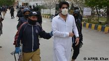 Policemen arrest a doctors in the course of a protest during a government-imposed nationwide lockdown as a preventive measure against the COVID-19 coronavirus, in Quetta on April 6, 2020. - Authorities in Pakistan's southwestern city of Quetta arrested more than 50 doctors protesting against the unavailability of safety equipment, police and physicians said on April 6. (Photo by Banaras KHAN / AFP)