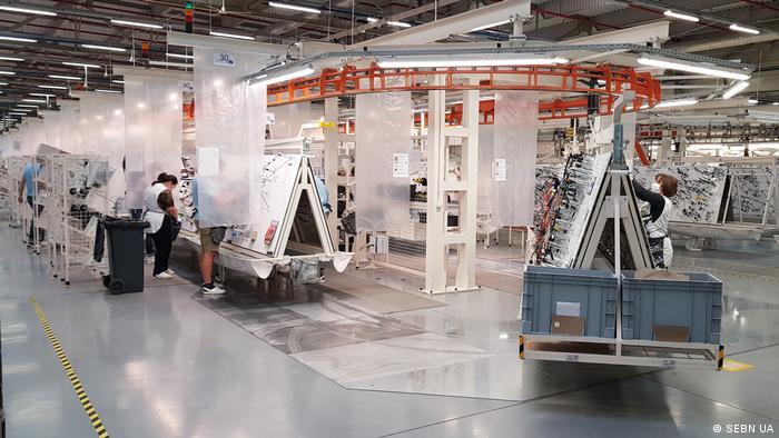 На заводах японсько-німецького виробника електропроводок для автомобілів в Україні працюють сім тисяч робітників