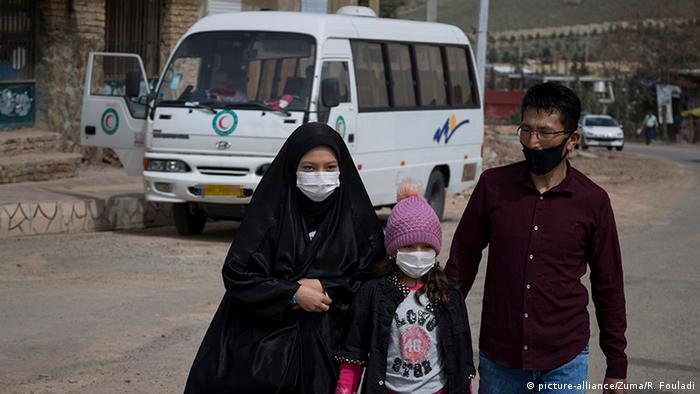 Iran Teheran | Coronavirus | Rotes Kreuz-Freiwillige