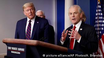 USA Washington Weißes Haus | Coronavirus | Peter Navarro & Donald Trump