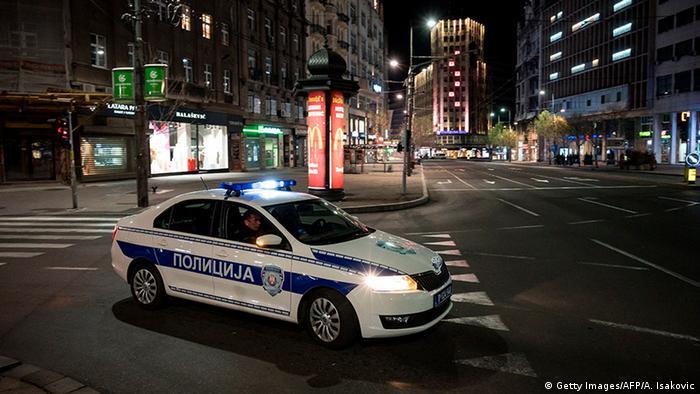 Serbien Belgrad   Coronavirus   Polizeikontrolle