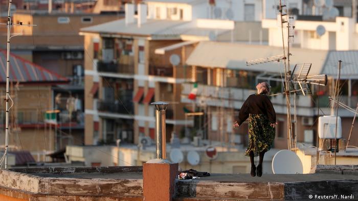 شهروندان ایتالیا هفتههاست که با محدودیتهای بسیار سختگیرانه منع رفتوآمد روبرو هستند