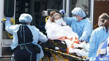 A woman arrives by ambulance to Wyckoff Hospital in the Bushwick section of Brooklyn April 5, 2020 in New York. - The coronavirus death toll in New York state spiked to 4,159, the governor said, up from 3,565 a day prior. The toll increase of 594 showed a slight decrease in the day-to-day number of lives lost compared to the previous day. Governor Andrew Cuomo told journalists it was too soon to tell whether the decrease from the previous record of 630 deaths in one day was statisically significant. (Photo by Bryan R. Smith / AFP)