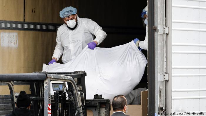 Coronavirus USA New York Zahl der Toten steigt (picture-alliance/AP/J. Minchillo)