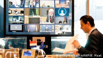EU-Finanzministertreffen per Videoschalte (picture-alliance/ANP/B. Maat)