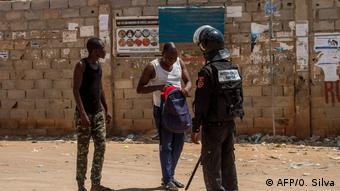 Coronavirus Angola Luanda Polizei