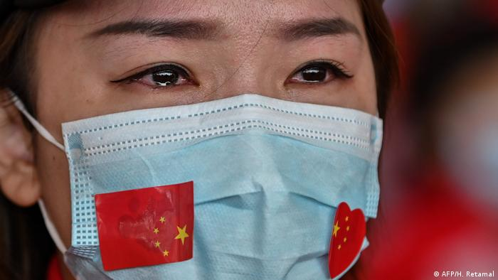 China Wuhan Flughafen Rührung vor Abreise (AFP/H. Retamal)